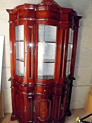 Beautiful Mahogany Reproduction Italian Glass Display Cabinet, Inlaid Marquetry.