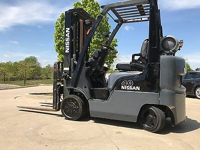 2001 Nissan 4000 Pound Forklift-LPG/Propane-WE WILL SHIP!Triple-Lifts over 15 ft