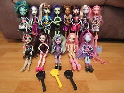 Monster High Dolls, Brushes And Stands Bundle