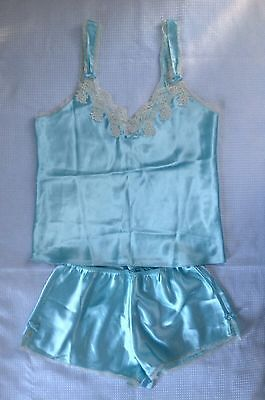 Enchanting Women's Polyester Satin Solid Blue /Beige Lace Camisole & Short Set S