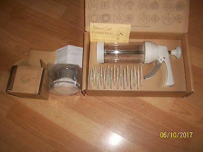 2 NewThe Pampered Chef Cookie Press #1525 With 16 Disc&Ice Cream Sandwich Maker