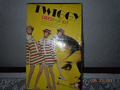 Twiggy Dress- Up Kit Colorforms Play Kit 1967 Vintage Nice