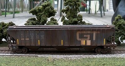 Accurail Custom Weathered HO Scale PS 4750 3 Bay Covered Hopper GTW 138276