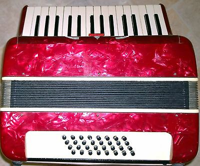 Baile Accordion - 30 Keys - 32 Bass - Excellent condition with original case
