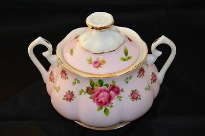 Royal Albert New Country Roses Covered Sugar Bowl  New Without Box