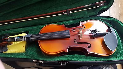 Antoni Violin 3/4 size in hard case with bow Case straps excellent condition