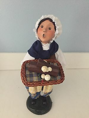 """Byers' Choice The Carolers Girl With Buche De Noel 10"""" 2004"""