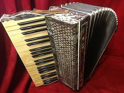 Vintage Pre-War Piano Accordion Hohner Carmen LMM 41/120 FOR PARTS OR REPAIR
