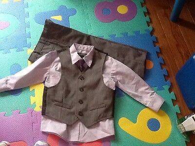 Kenneth Cole Reaction Boys 4 Piece Dress Suit, Tie & Vest - Size: 2T