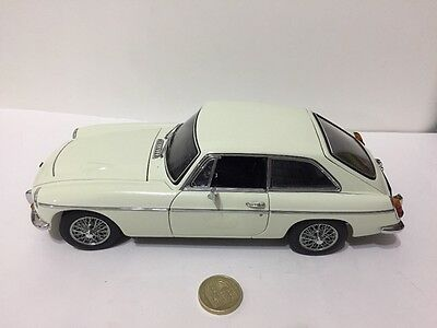 Autoart 1:18 scale MGC in rare snowberry white classic vintage model car VGC