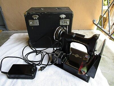 Vintage Singer Featherweight 221 Sewing Machine with Case WORKING