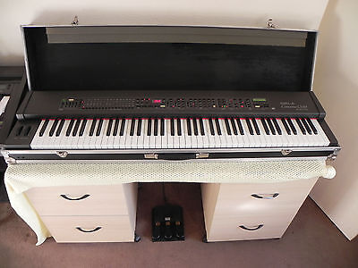 Electric piano/keyboard in case