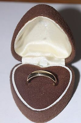 9ct gold heavy wedding band ring hallmarked, 6.2 grams, Size P