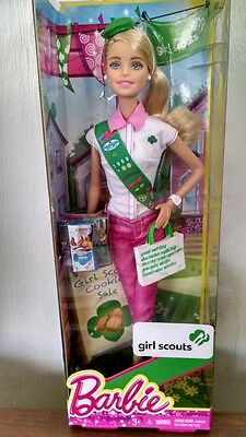 Blonde GIRL SCOUT Barbie Doll selling Girl Scout Cookies- New in Box