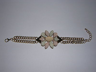 A Stunning Trendy Gold Tone Flower And Chain Bracelet