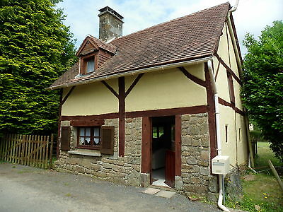 Beautiful Chocolate box cottage to rent in Normandy