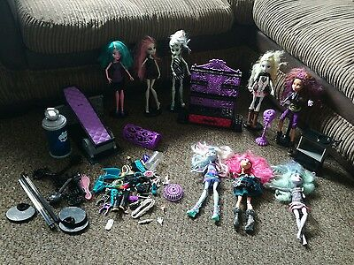 Monster High bundle 8 dolls plus accessories  and play sets