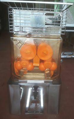 Commercial Orange juice presser electric auto feed. Ideal for juice bars/ hotels