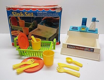 VINTAGE Fisher Price Fun with Food 918 Working Kitchen Sink Dishes with HTF Box