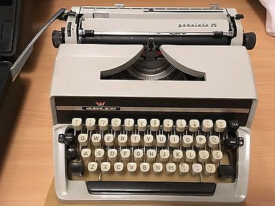 Vintage Cream Adler Gabriele 25 Typewriter In Case With Instructions