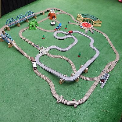 very large trackmaster thomas the tank engine train set and trains