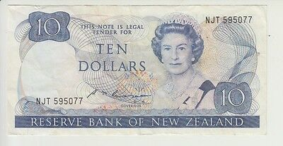 NEW ZEALAND CAT # 172 b 10 DOLLARS SIGNATURE RUSSELL ELIZABETH II VERY FINE