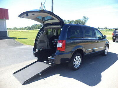 2014 Chrysler Town & Country TOURING 2014 CHRYSLER TOWN & COUNTRY TOURING HANDICAP WHEELCHAIR VAN REAR ENTRY