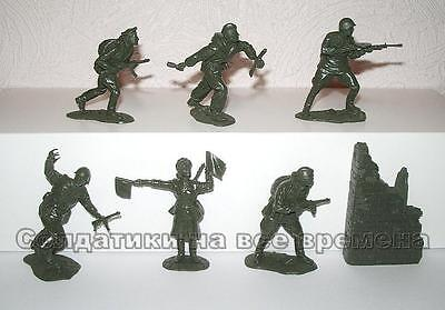 Soviet Infantry. Battle of Berlin. Red Army 1945. 1/32 plastic toy soldiers