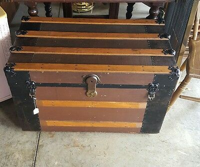 Beautiful Antique Steamer Luggage Trunk with Original Insert Tray!