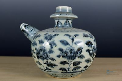 Fine Beautiful Chinese Blue and white porcelain pot
