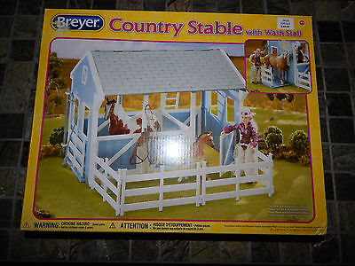 Breyer Classic Country Stable with Wash Stall Loaded with Fun Features #699 NIB
