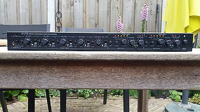 Preamplifier multifunctional 5 Mic/Line inputs 2 output zones