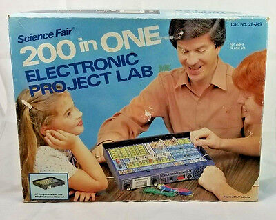 1981 SCIENCE FAIR 200 In One ELECTRONIC PROJECT LAB 28-249 Radio Shack Game
