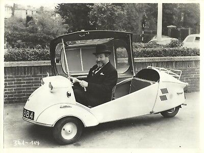 """JAMES ROBERTSON-JUSTICE with Messerschmitt Car in """"Upstairs and Downstairs"""" 1959"""