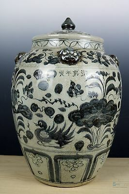 Fine Beautiful Chinese Big Blue and white porcelain With cover Pot
