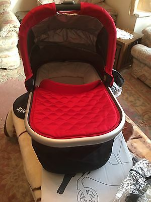 Uppababy Universal Carry Cot / Bassinet Cruz or Vista 2015 Denny Red