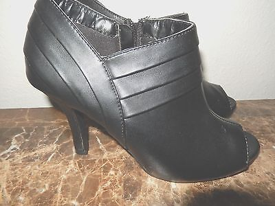 Womens Size 8M Peep Toe Black Heels Bootie Fashion Bug