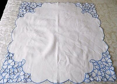 "VINTAGE LINEN CUT WORK EMBROIDERED TABLE CLOTH 32"" by 32"" in WHITE / BLUE"