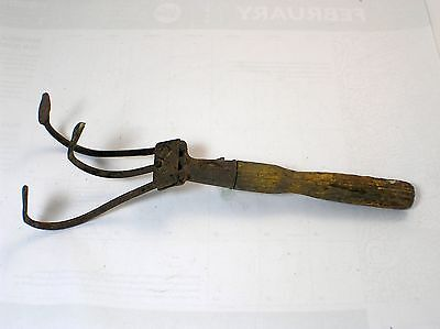 Antique Wood Handle Garden Tool Hand Rake Cultivator Claw 3 Metal Tines