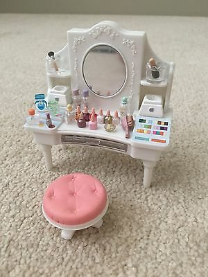 Sylvanian families accessories white cups saucers 1 for Sylvanian families beauty salon dressing table