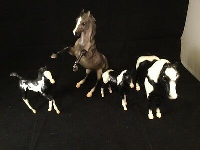 Vintage Lot Of 4 Classic Breyer Horses And Foals