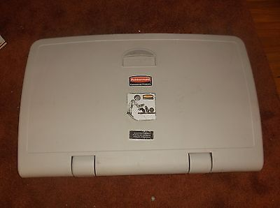 Rubbermaid Commercial Baby Changing Station 7818 Used Excellent Condition