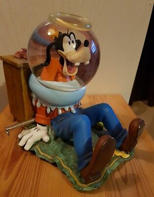 Goofy Walt Disney Snow Globe musical wind up