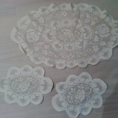 Set of 3 doilies with rose pattern