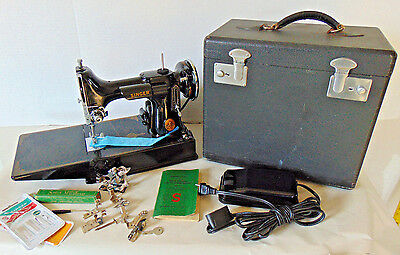 Singer 221 Featherweight Portable Sewing Machine w/ Case & Accessories AG545603