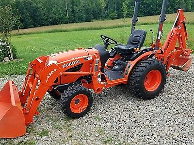 2015 kubota B2320 with backhoe and thumb