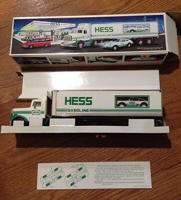 1992 Hess Toy truck  18 Wheeler and racer MIB