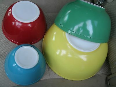 SET of 4 VINTAGE PYREX GLASS NESTING BOWLS PRIMARY COLOR YELLOW GREEN RED BLUE