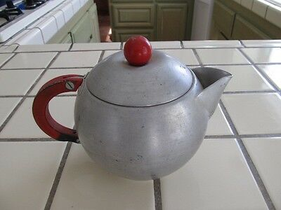 Vintage Mirro 1526M 1½ Qt. Aluminum Teapot with Red Wood Handles