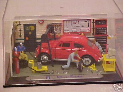 CARARAMA VW BEETLE IN WORKSHOP DIORAMA WITH FIGURES Mint in plastic case